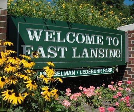Happy Lansingsnantes tee      a —