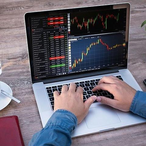 ¡Estrategia para emprender con éxito en el mercado financiero!. Estrategia sólida y rentable aunque empieces sin conocimientos técnicos y no sepas operar.