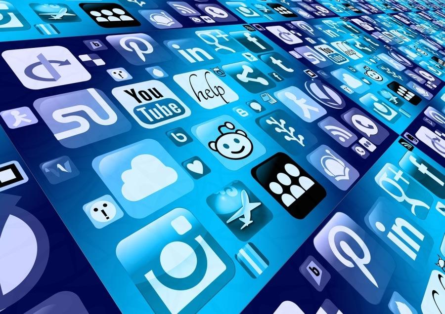 Antifragility in Social Media