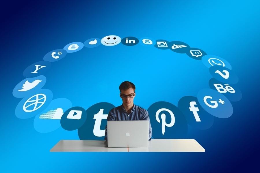 Managing Expectations in Social Media Platforms