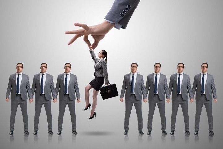 DISCRIMINATION IN THE WORKPLACE & WHAT THE HIRING MANAGER HAS TO DO ABOUT IT!fit 1s