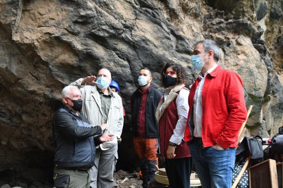 Comienza la campaña arqueológica en el yacimiento de la Cueva de El Tendal.
