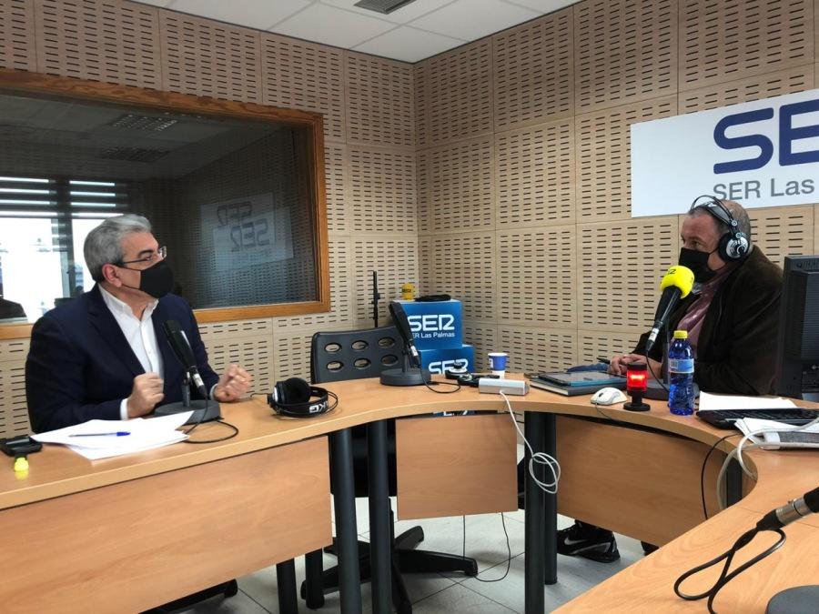 Rodríguez confirma ayudas directas y facilidades fiscales para la hostelería, pymes y autónomos.